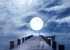 Pleine lune et eau