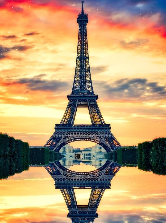 Tour Eiffel et soleil couchant