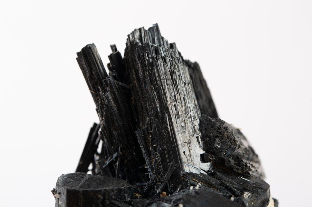 Découvrez la tourmaline noire, la pierre de la protection !